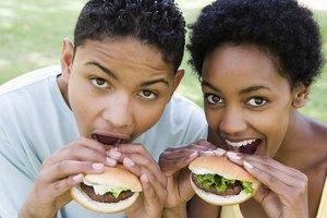 Cómo calcular las porciones de carne por persona para un almuerzo
