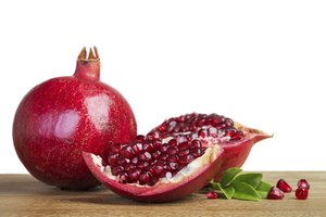 How to Tell When a Pomegranate Goes Bad