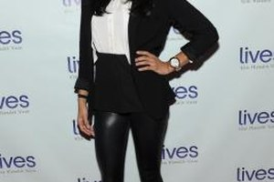 Actress Diane Guerrero pairs leather leggings with simple black pumps on the red carpet.