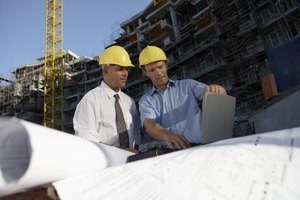 The Difference Between an Associate & a Bachelor's Degree in Construction Management