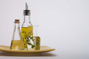 How to Dye Olive Oil With Food Coloring