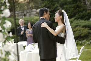 What Is the Order of a Wedding Reception Program?