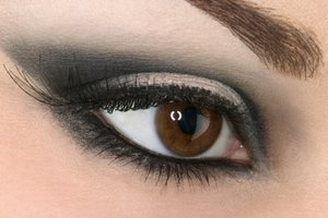 How to Keep Eye Makeup From Smearing Under My Eyes