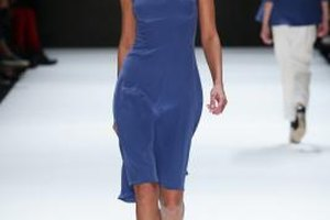 A model in the Songul Cabaci show in Istanbul in October 2013 looks elegant in sapphire blue.