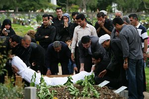 Do Muslims Cremate or Bury?