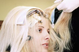 How to Dye Hair Without Touching the Scalp