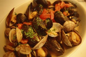 How to Reheat Steamed Clams