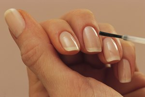 How to Use Lemongrass Oil for Nail Fungus