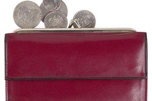 ¿Cómo eliminar las marcas oscuras de roce en un bolso de cuero suave?