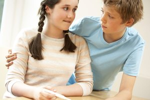 How Does a Teen Pregnancy Affect a Dating Relationship?