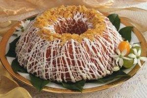 Make round, square or bundt lemon-pineapple cakes.