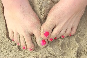 How to Thicken Watery Nail Polish