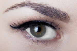 How to Remove Eyebrow Tint