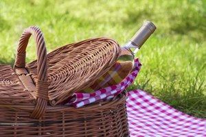 How To Plan An Old Fashioned Picnic