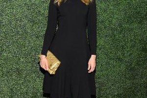 Actress Toni Collette lets her gold clutch pop against an all-black ensemble.