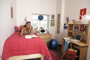 The Best Ways to Arrange College Dorm Room Furniture