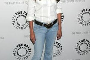 Eva Longoria wears light blue jeans with a white button-down for a classic, neutral look at a Hollywood event in 2009.