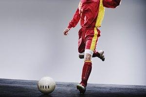 Cómo desarrollar tu pie opuesto para fútbol