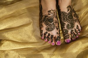 Cómo quitar la mancha henna de la piel