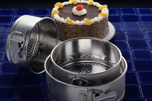 Springform pans comes in different sizes for large or small cheesecakes.