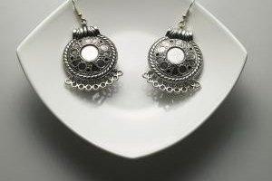 Wearing silver jewelry regularly helps keep tarnish away.
