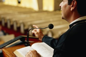 What Is the Difference Between a Licensed Minister & an Ordained Minister?