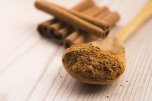 Difference Between Cinnamon Powder & Ground Cinnamon