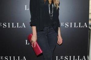 Italian actress Elena Santarelli dons all black for a dramatic look.