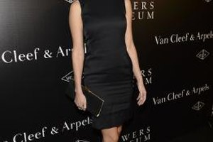 You can't go wrong if you wear a little black dress like Eva Amurri Martino to an art opening.
