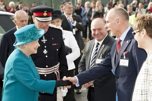 How to Greet the Queen of England