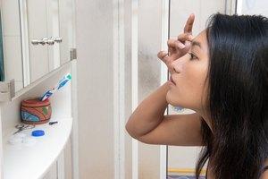 How to Use Eye Gel