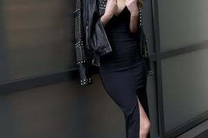 How to Accessorize a Strapless Black Dress With a Jacket
