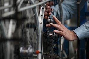 ¿Cómo limpiar las ruedas de aluminio de mi bicicleta?