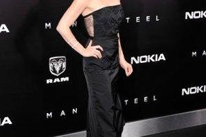 "Amy Adams wears a long black dress to the ""Man Of Steel"" premiere in New York City."