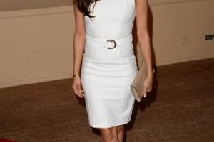 Petite women like Eva Longoria do well in monochromatic looks.