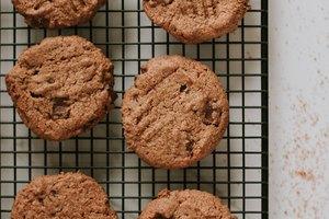 Flourless Peanut Butter Cookies with Dark Chocolate Chunks