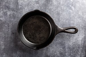 How To Clean A Burned Non Stick Pan Leaftv