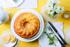 How to Add Filling to a Bundt Cake