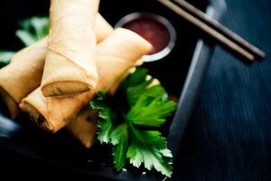 How to Bake Spring Rolls With Rice Paper