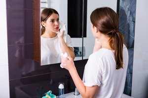 Struggling With Oily Skin? Here's Exactly How And When To Apply Refining Toner