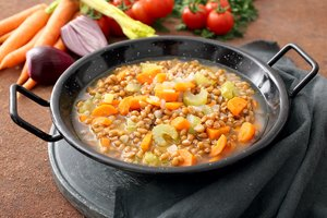 Difference Between Stock Pot & Dutch Oven