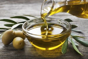 How to Use Olive Oil for a Colon Cleanse