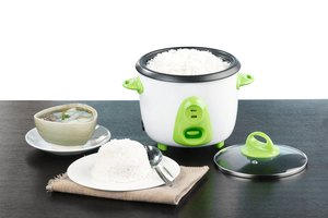Advantages & Disadvantages of a Rice Cooker