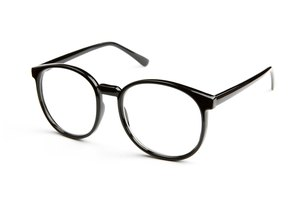 How to Choose Eyeglass Frames for a Flat Nose