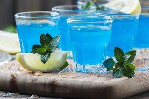 How to Make a UV Blue Vodka and Lemonade Slushy Mixed Drink