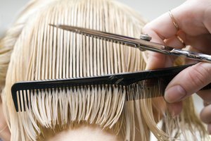 Difference Between Texturizing & Thinning Hair