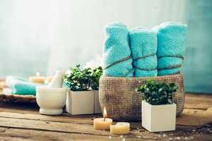 How to Use Moist Hot Towels in Massage Therapy