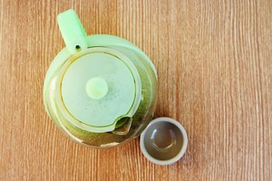 How to Clean a Plastic Kettle