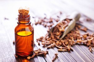 How to Use Clove Oil in Respiratory Health
