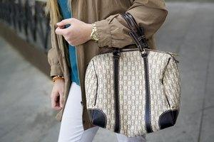 How to Authenticate a Carolina Herrera Handbag